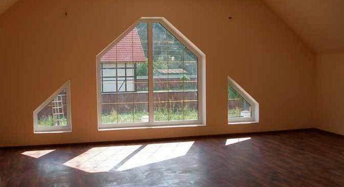okna-nestandartnoj-formy-stanovyatsya-normoj